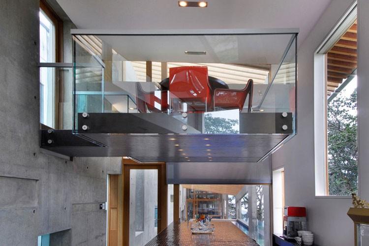 Swanwick ranch house in canada vertical home garden for Balcony interior
