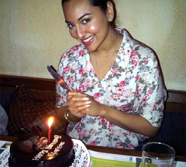Indian-Movie-Celebrities-Sonakshi-Sinha-ManiRatnam-Illayaraja-02-June-2011-birthday