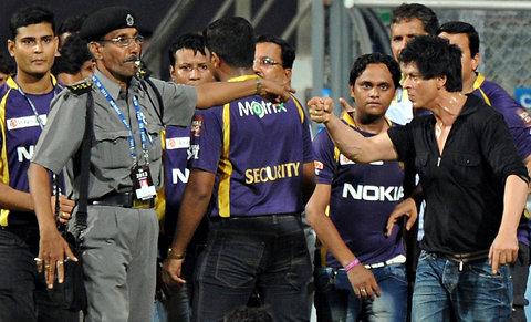Shahrukh Khan Fight In Mumbai Cricket Stadium With Guards