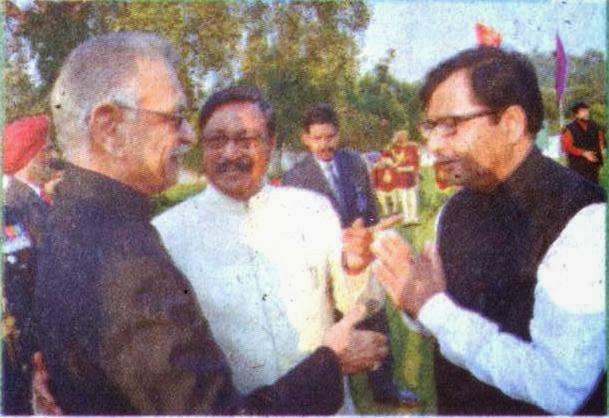 गणतंत्र दिवस पर गवर्नर हाउस में आयोजित एट होम में पंजाब के राज्यपाल शिवराज पाटिल के साथ पूर्व सांसद  सत्य पाल जैन व डिप्टी मेयर देवेश मौदगिल