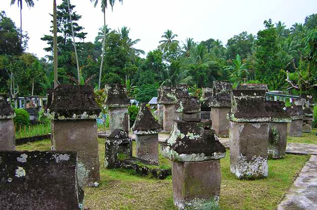 Taman makam purbakala Waruga Sawangan, Minahasa.