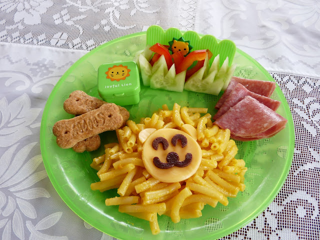 macaroni lion lunch