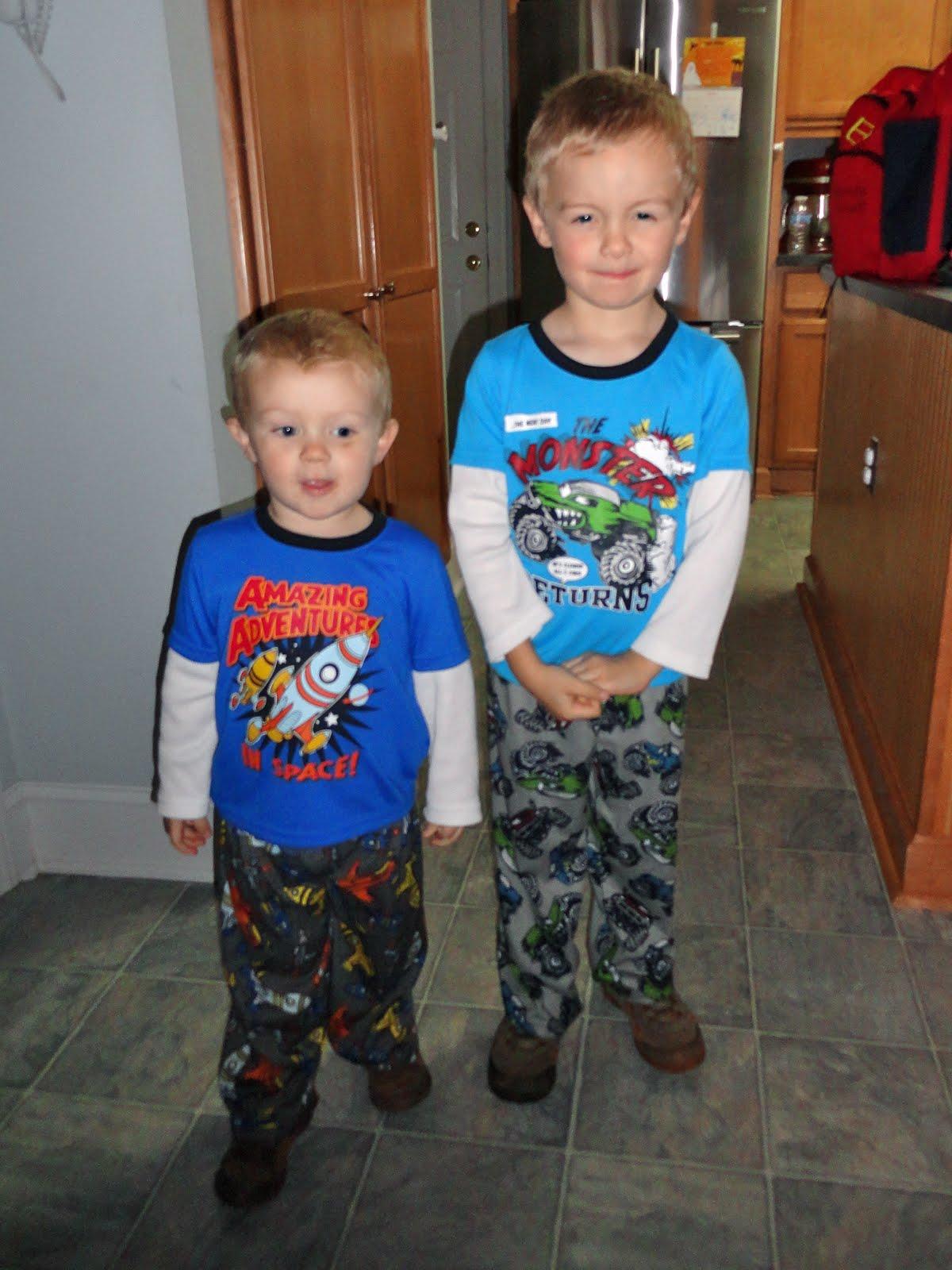 Eli & Cole - two boys, one big adventure: Pajama Day!
