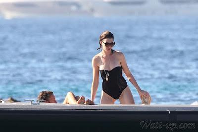 http://www.watt-up.com/j_gallery/Anne_Hathaway_Bikini/slides/Anne_Hathaway_Bikini%20(96).html