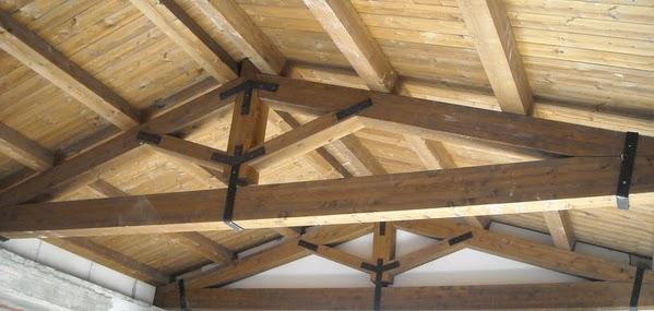 Glossario e dizionario illustrato di architettura e for Travi in legno sul portico anteriore