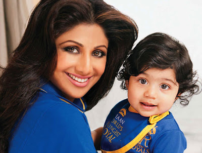 Cute Viaan with mother Shilpa Shetty picture download freely