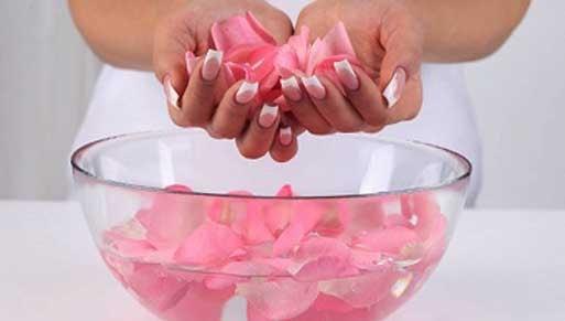 cara membuat air mawar untuk menghilangkan jerawat