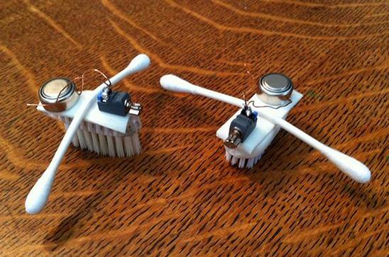 robot sikat gigi dengan 2 lengan