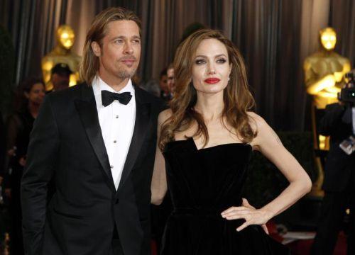 Brat Pitt dan Angelina Jolie Percaya Sami Agama Buddha