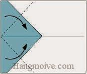 Bước 3: Gấp hai góc vào trong.