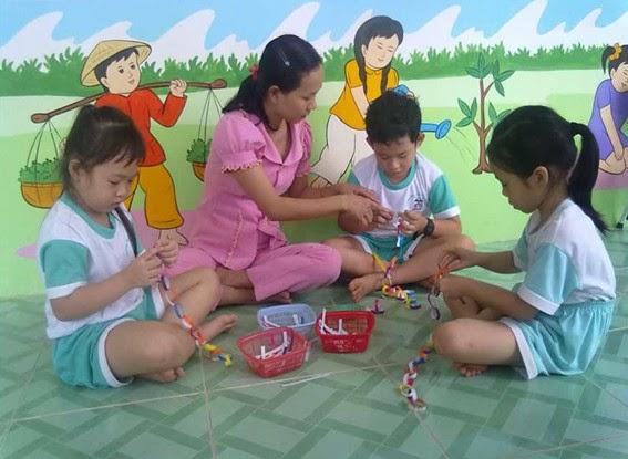 Dạy trẻ làm đồ chơi tự tạo