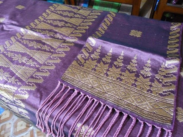 foto selendang songket sutra ungu
