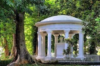 Lady  Raffless Monument, Bogor Botanical Garden, Kebun Raya Bogor