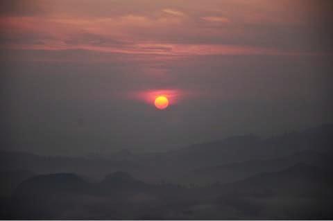 matahari naik gunung stong