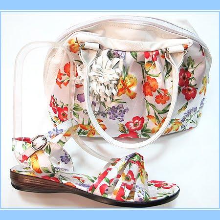 Бели сандали с чанта на цветя