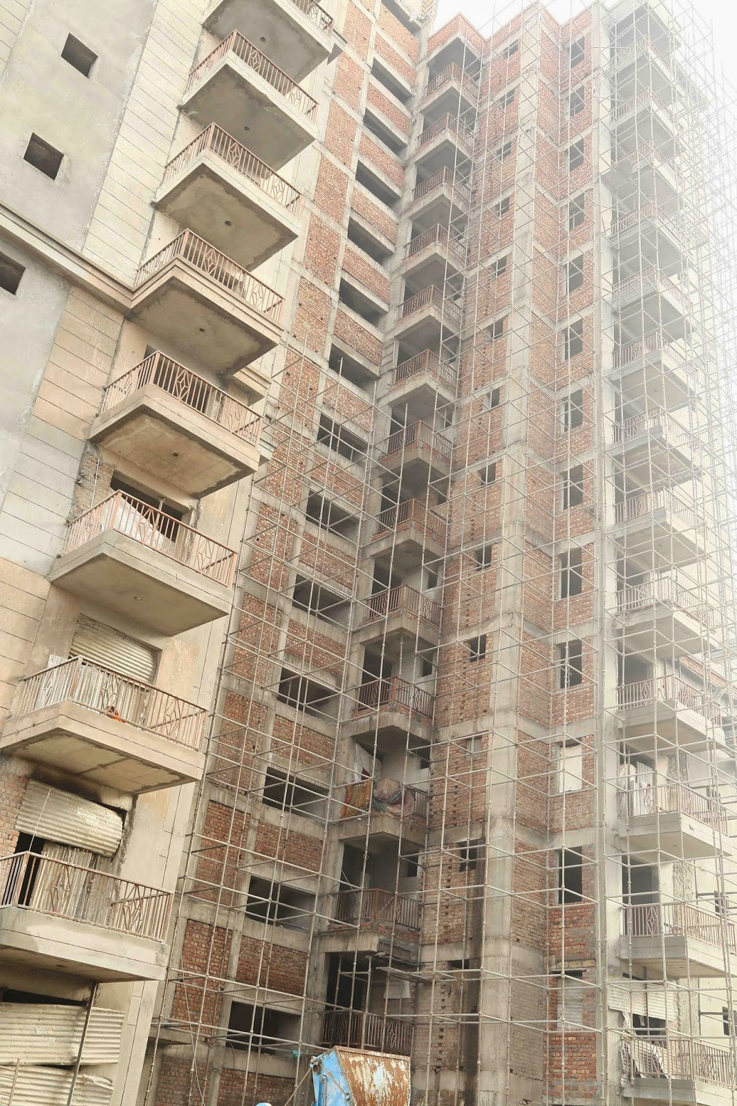 https://www.mtzirakpur.com/mg-property-construction-images.php