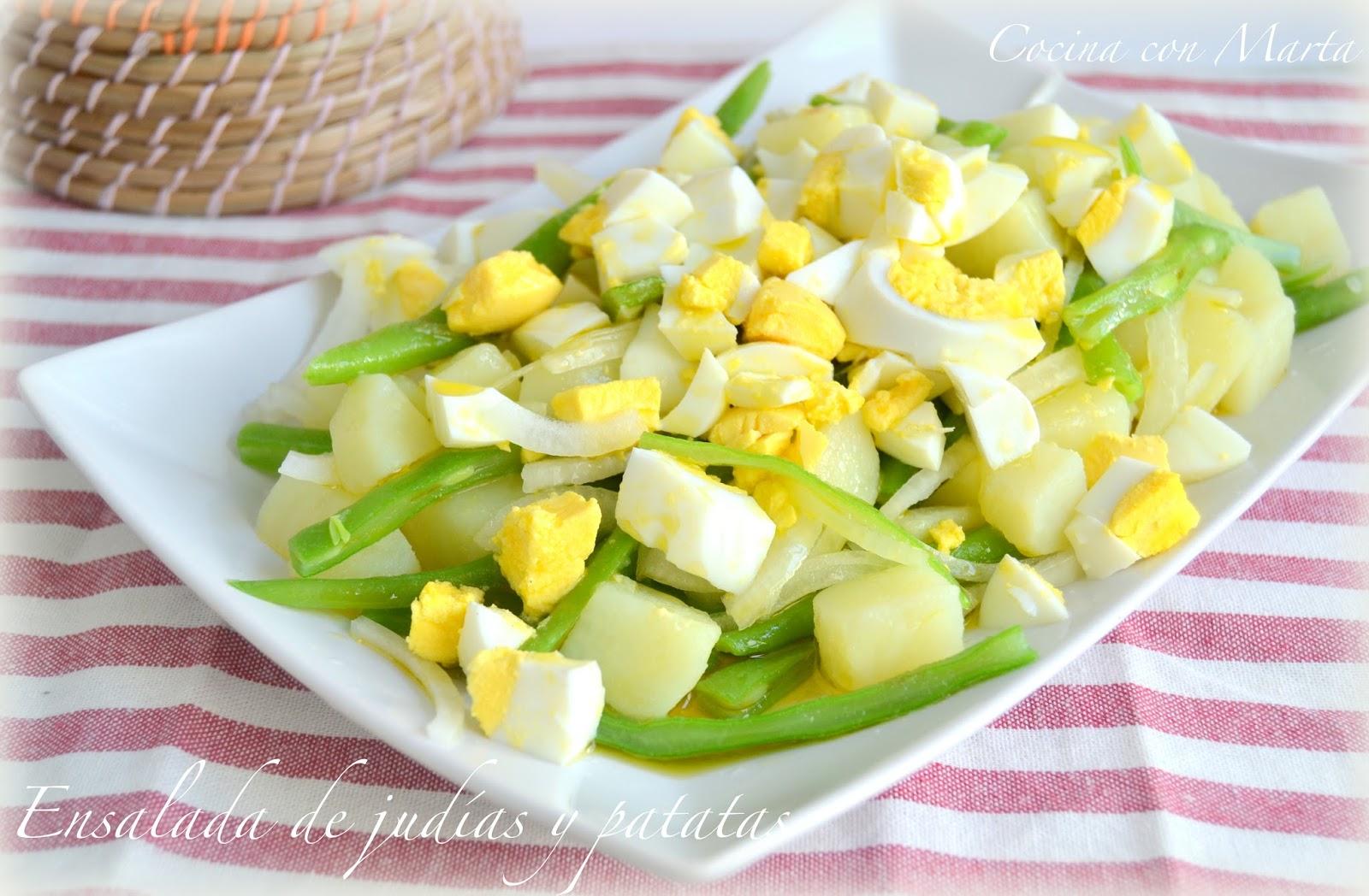 Ensalada de judías, patata y huevo hervido. Fácil, ligera y rápida.