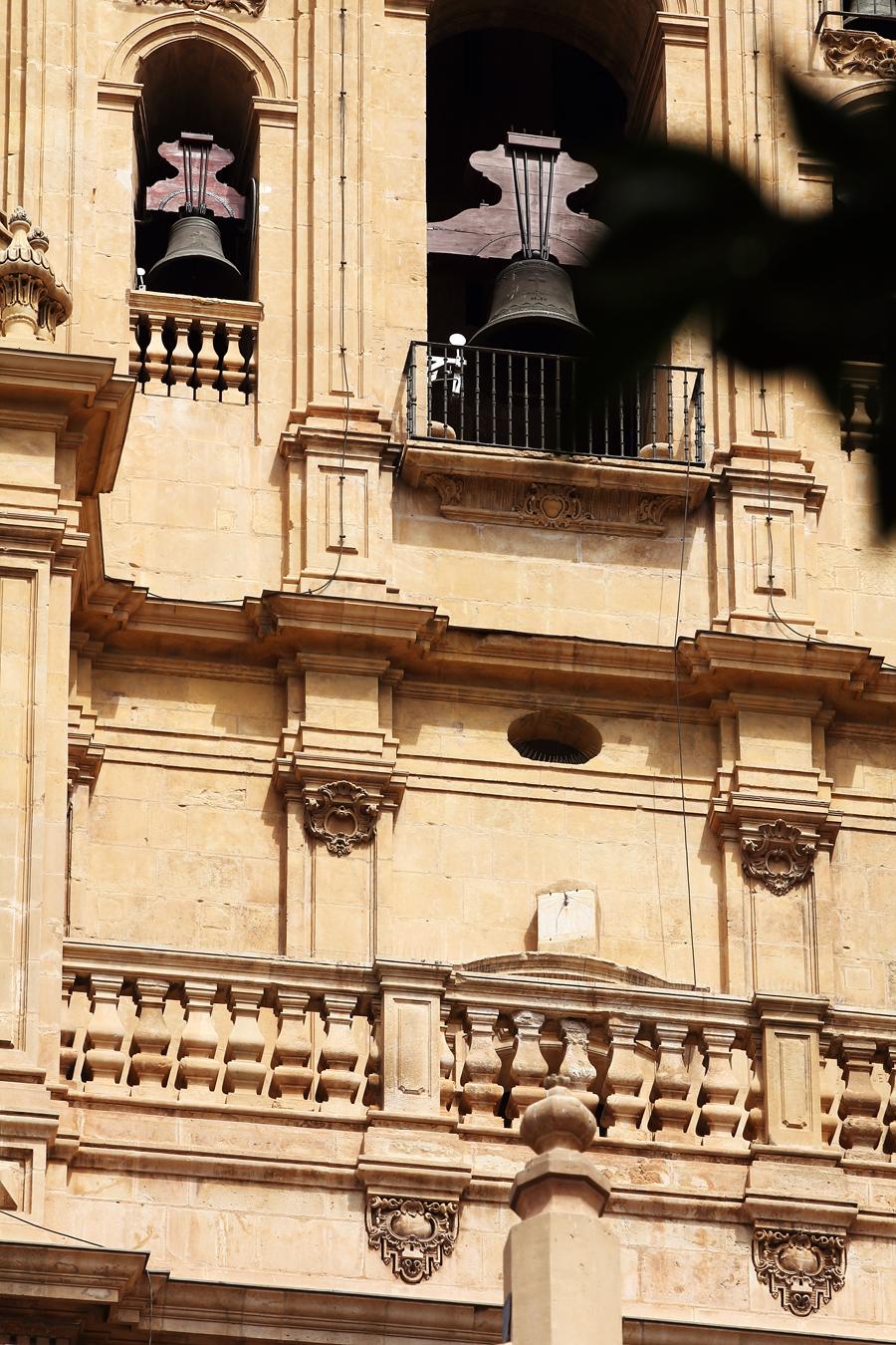 Reloj de Sol, en la Catedral de Murcia | oficio de escribir
