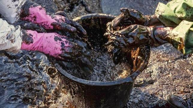 El vertido de petroleo en playa del Cabrón, Gran Canaria,   a la fiscalía