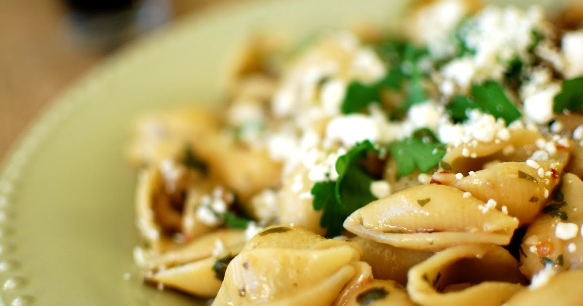 33 Shades of Green: Tasty Tuesdays: Shells with Olives ...