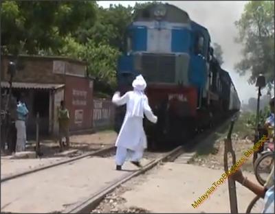 Lelaki Tua Maut Dilanggar Keretapi Digilis Dirempuh