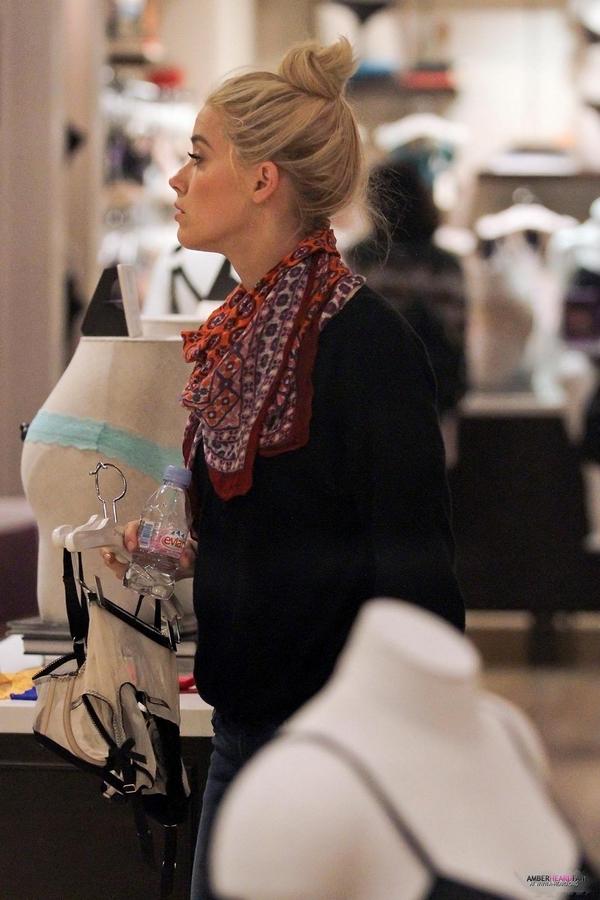 Amber Heard buys lingerie soho