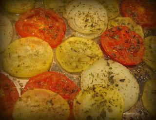 Bandeja de tomates al horno