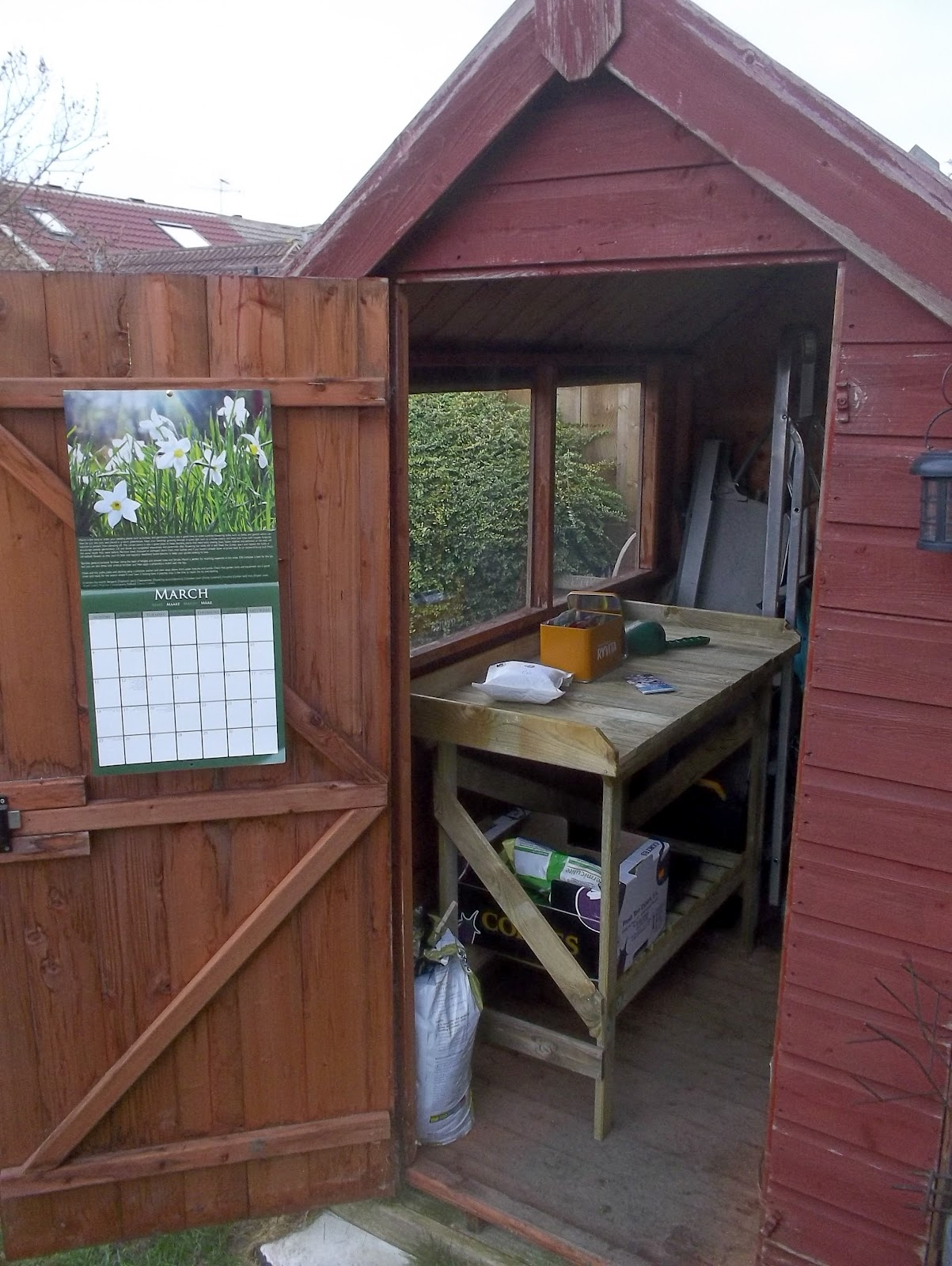 Privet and confidential the potting shed for Mini potting shed