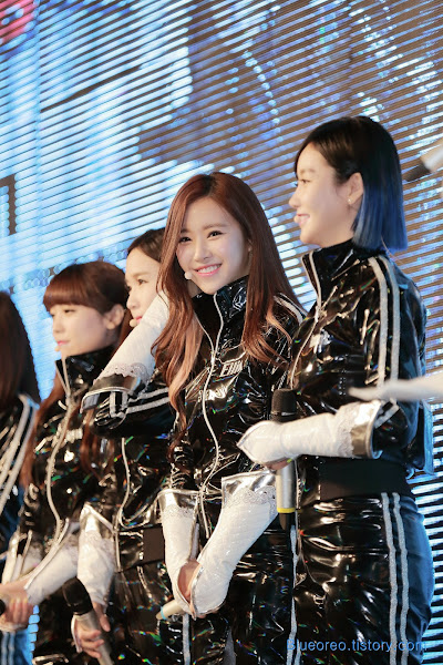 Ellin Crayon Pop FM Showcase