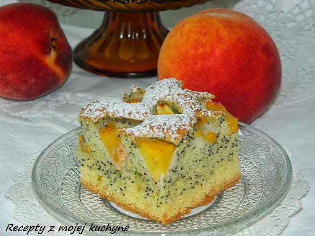 Broskyňový koláč s makom