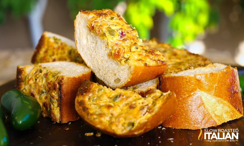 http://theslowroasteditalian-printablerecipe.blogspot.com/2014/02/bacon-jalapeno-popper-cheesy-bread.html