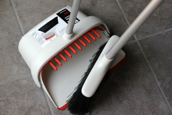 OXO Large Sweep Set with expandable broom