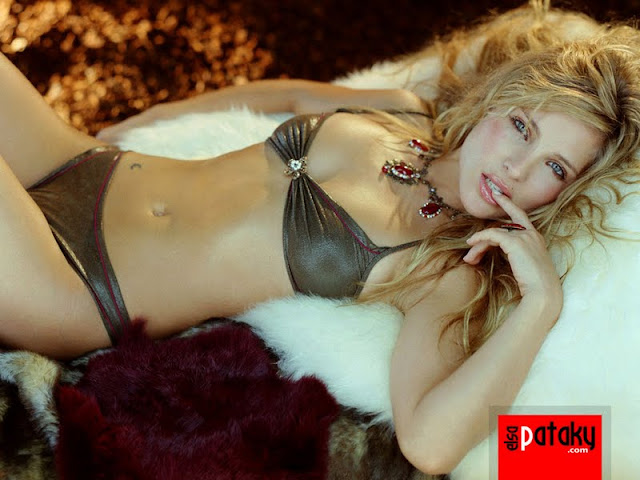 Elsa Pataky sexy in lingerie fashion