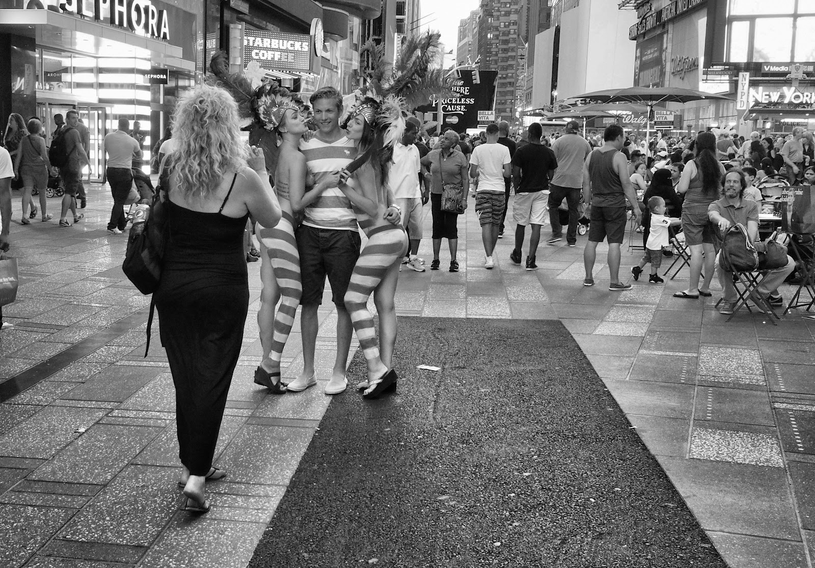 Body Paint #bodypaint #timessquare #nyc #americanflag #streetperformer #street  #BW #blackandwhite #B&W 2013