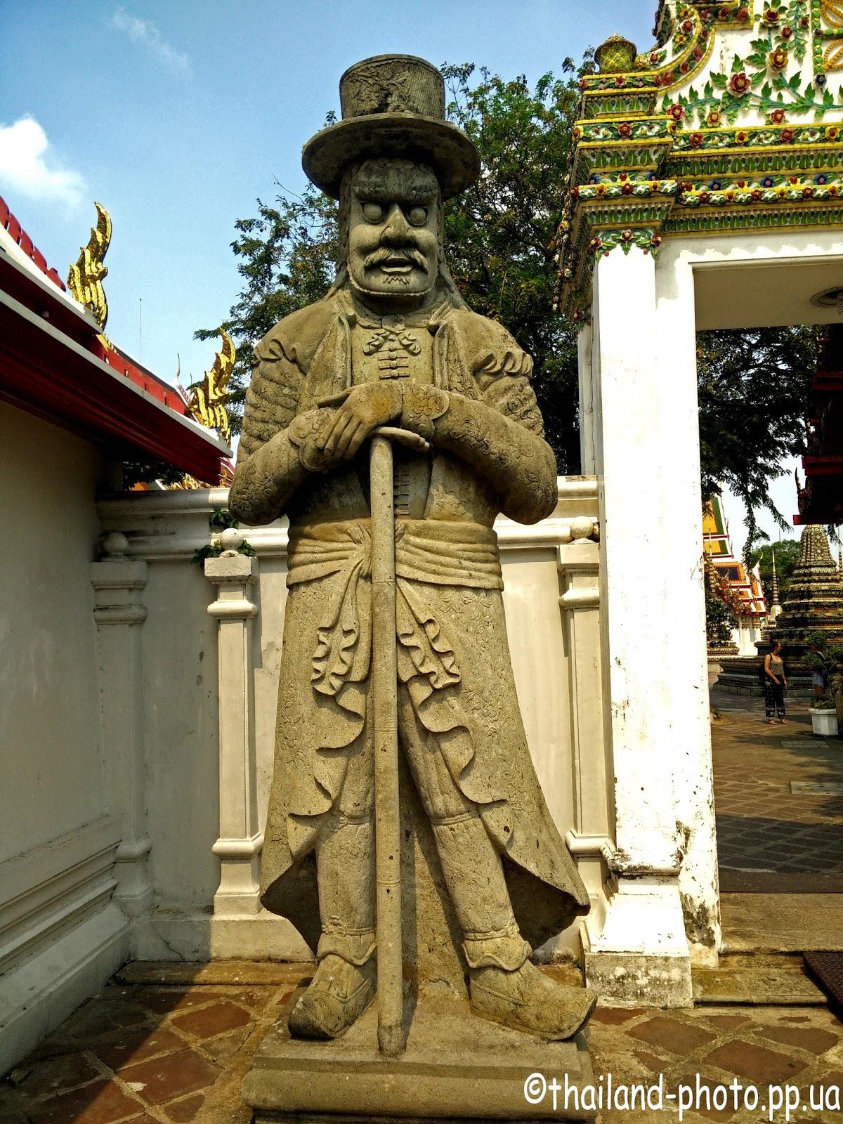 Каменная статуя в Бангкоке