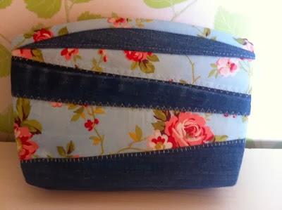 """#5 """"Necessär/väska"""" till smink, medicin mm  Mått:22x15cm Pris:175 kr"""