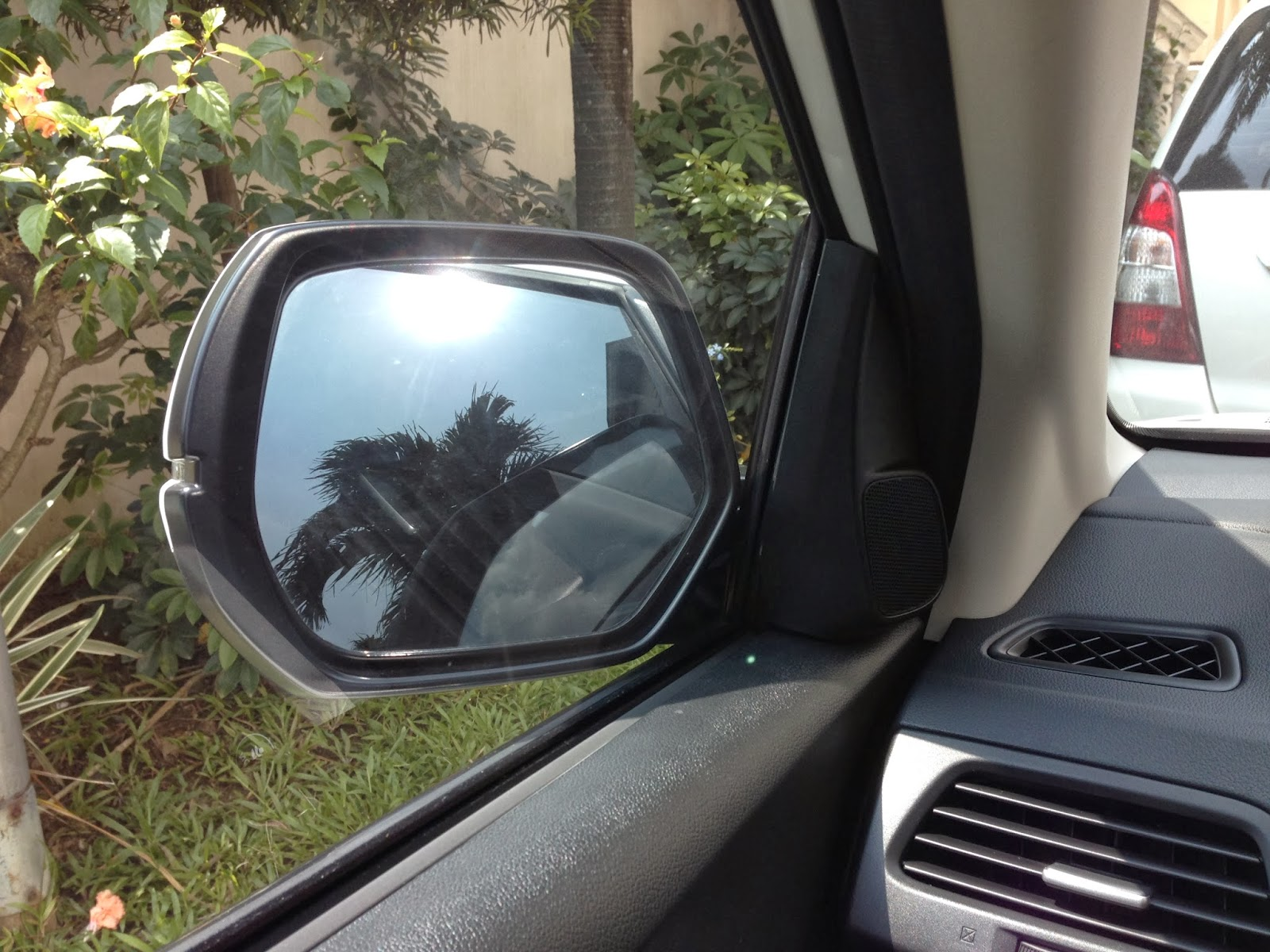 Power side mirrors w signal light inidcator