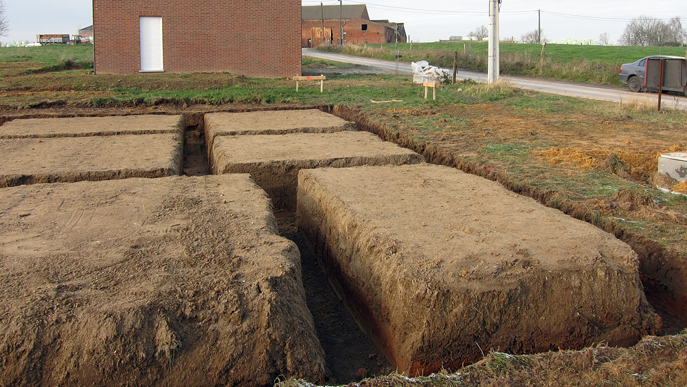 Construire en bois au pays de la pierre bleue terrassement termin - Fondation sur terre argileuse ...