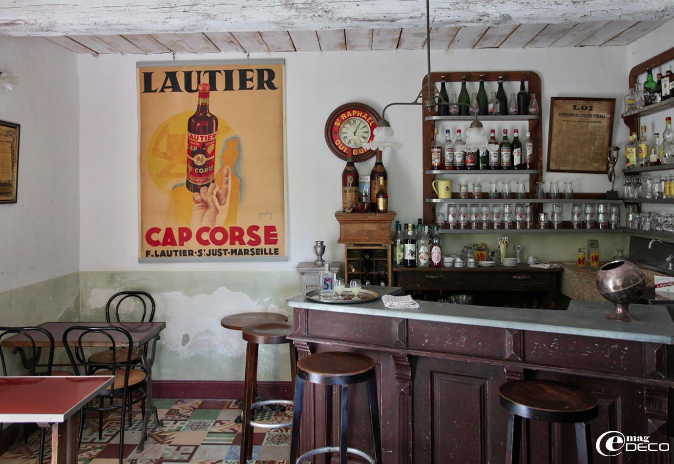 Restitution d'un vieux bistrot chez Justin en Provence, Maison d'hôtes près d'Orange