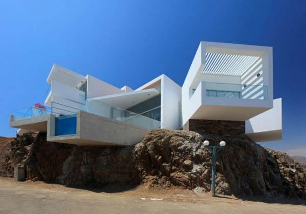 Unique House [Peru, Cerro Azul]
