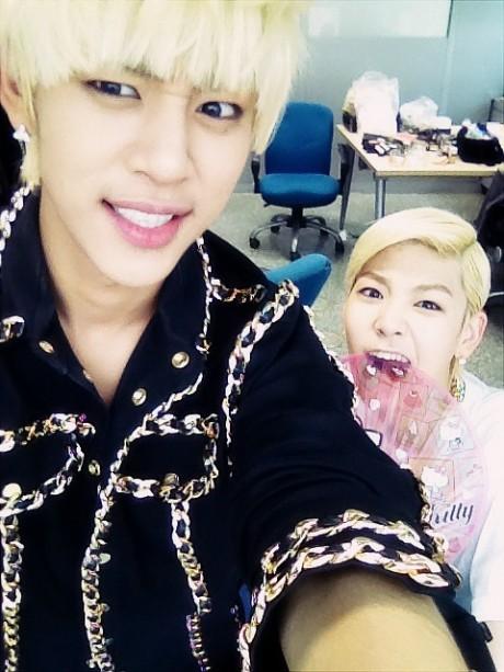 Daehyun & Zelo B.A.P Backstage Inkigayo