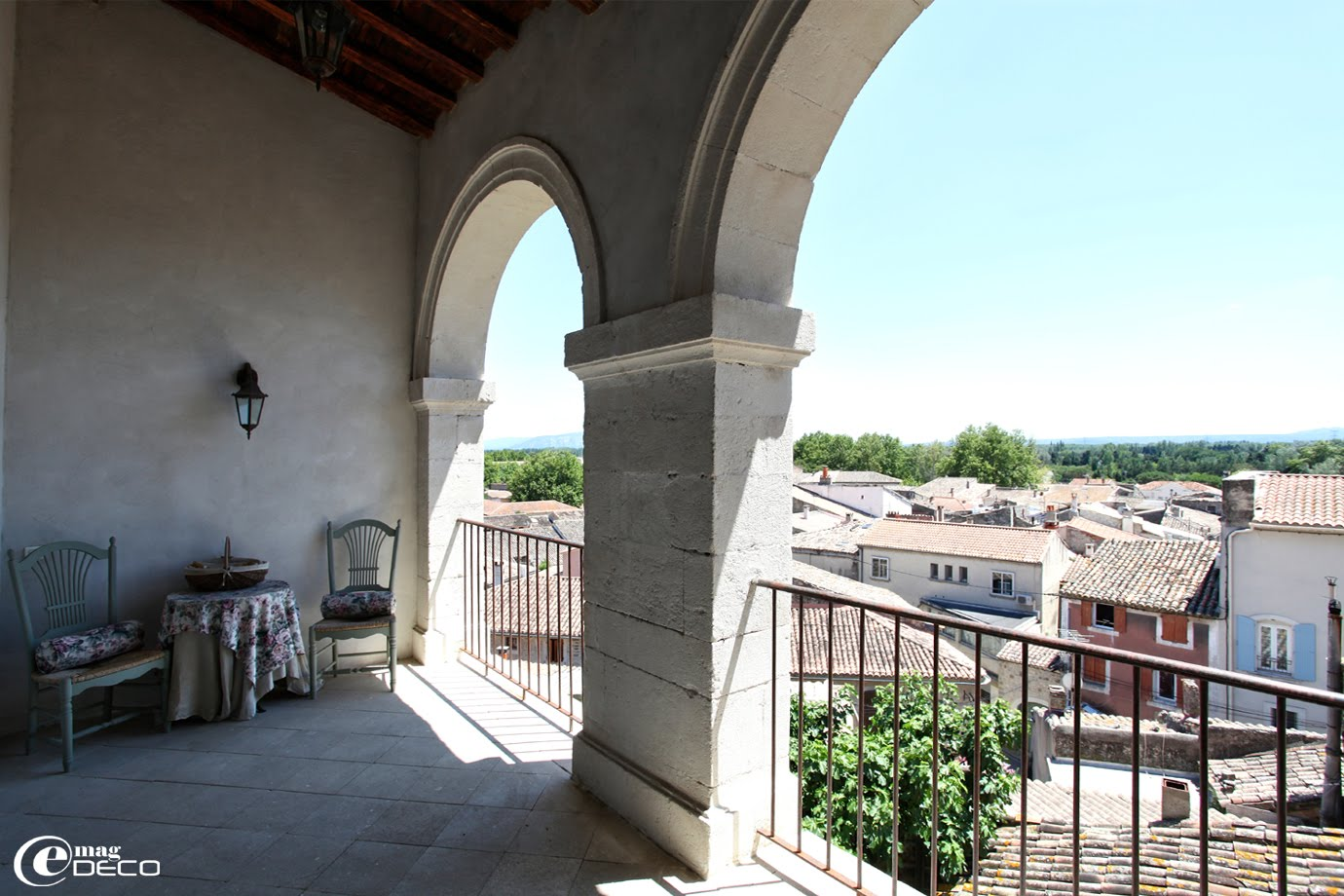 Vue au-dessus des toits, maison d'hôtes de charme Le Posterlon à Caumont-sur-Durance