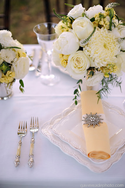 yellow-white-great-gatsby-wedding-centerpiece