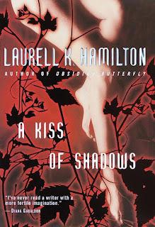 A kiss of shadows de Laurell K.Hamilton