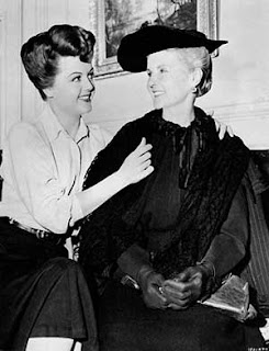 Angela Lansbury y su madre Moyna MacGi,