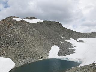 Der Gipfelkessel mit dem See, wo früher ein Gletscher war