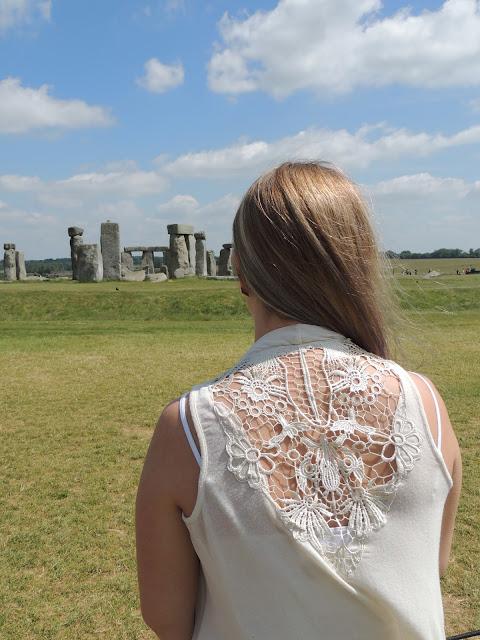 Jane Wonder || OOTD Stonehenge