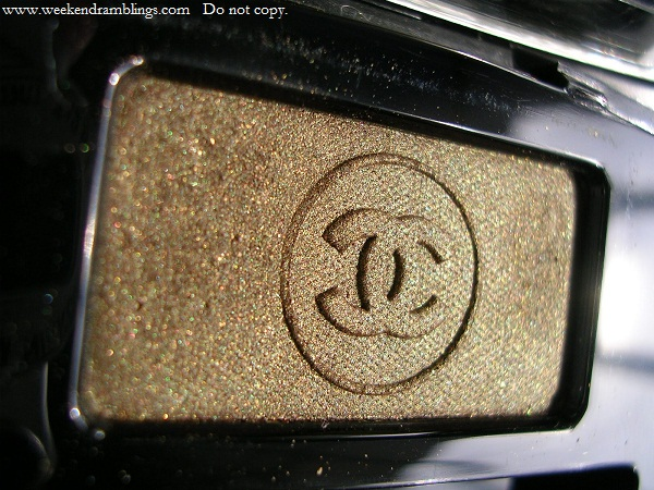 chanel ombre essentielle soft touch eyeshadow vert khaki swatches reviews