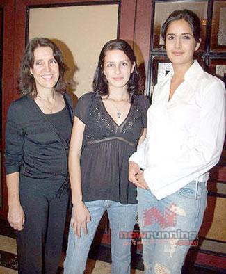 WORLD WEBS PAGES: Katrina kaif, family, Biography, image ...