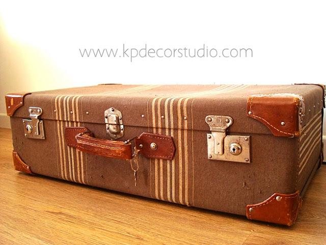 Comprar maletas antiguas para decorar tu negocio o local. Maletas  y muebles antiguos para decoradores en valencia